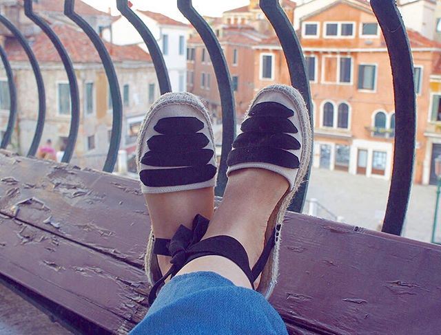 Picnicking in Venetian balconies 💕 #tb
