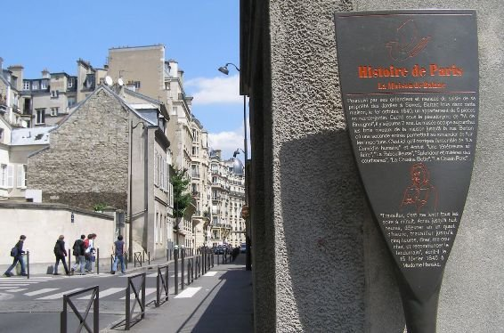 A plaque on Balzac house, notifying its existence