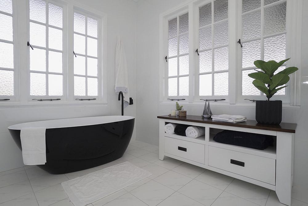 Crisp, clean, black and white bathroom