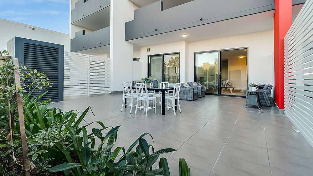 Beautiful external real estate photography, by one of our professional photographers, of an out-door living area in spacious apartment in Brisbane.
