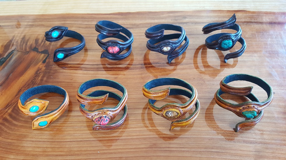 leather bracelet showcase 01.jpg