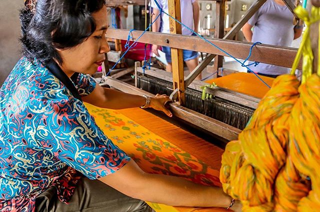 Balinese textiles ⭐️ an art form that has created employment opportunities for many Indonesian women to support their families and children 💛