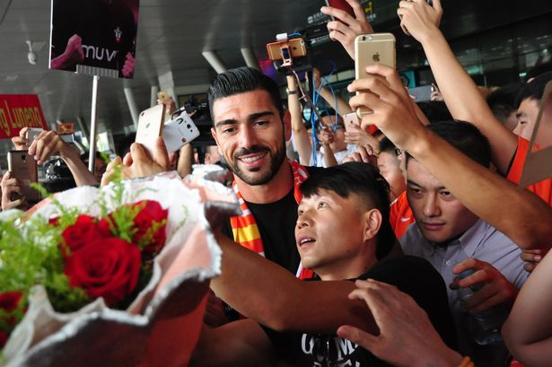 Graziano Pelle earning similar wages to Cristiano Ronaldo in China