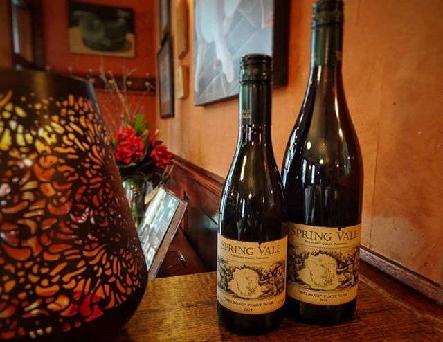 👶👨 We've been steadily adding more and more half bottles to our wine offering. So handy for times when you want more than one glass but have to drive or when you're dining solo | this pinot is drinking so well we had to get it in both sizes 😆 🍷 #springvalewines