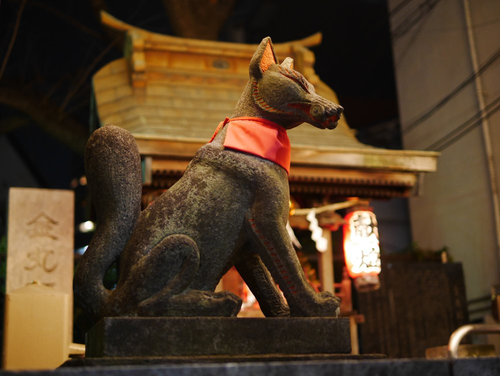 The Kanemaruinari Shrine, located in the heart of Arakicho