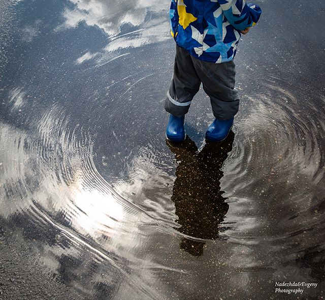Spring is coming. Kids are searching puddles to jump in. . #childhoodunplugged #momswithcameras #momtogs #momtog #mom_hub #clickinmoms #letthekids #pixelkids #thebloomforum #cameramama #candidchildhood #wildlittleadventurers #littlepeoplelittlethings #our_everyday_moments #clickmagazine #clickpro #themindfulapproach #dear_photographer