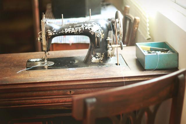 Foto da máquina de costura dos avós do meu amigo Gustavo, em Poços de Caldas <3