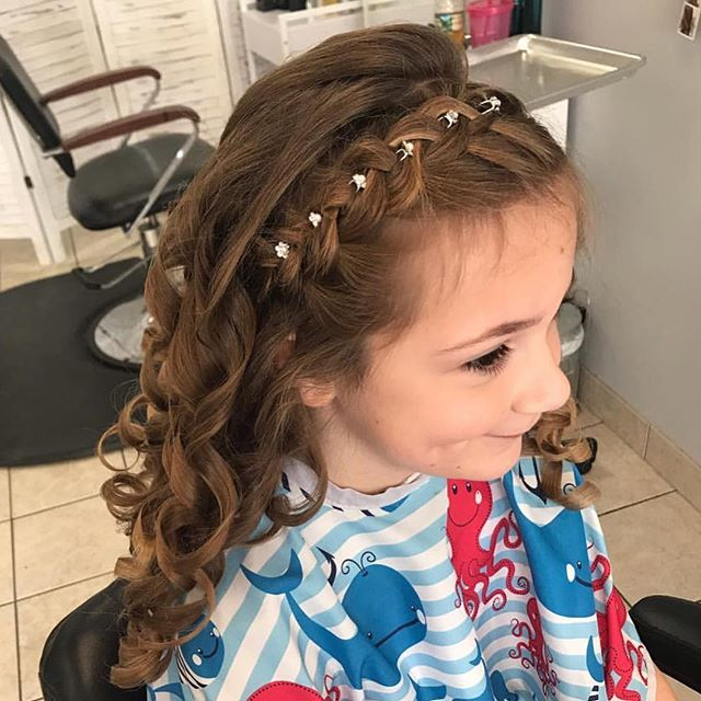 Flower girl hair by Krystal