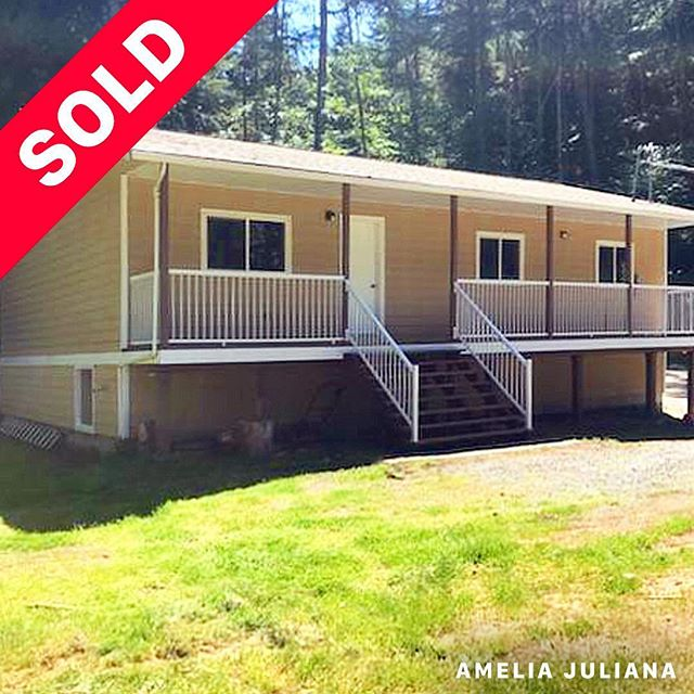 SOLD Congratulations to my clients on the purchase of this lovely, secluded property! Wishing you both many years of happiness in your new home. Thank you for choosing me as your Realtor 🙂