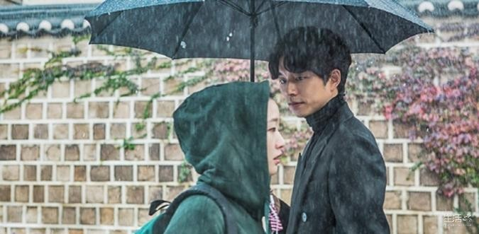 Like I would write about the rain and not include this iconic photo from Goblin. Please. Ps: Any Gong Yoo fans?!! #BabeAlert <3<3