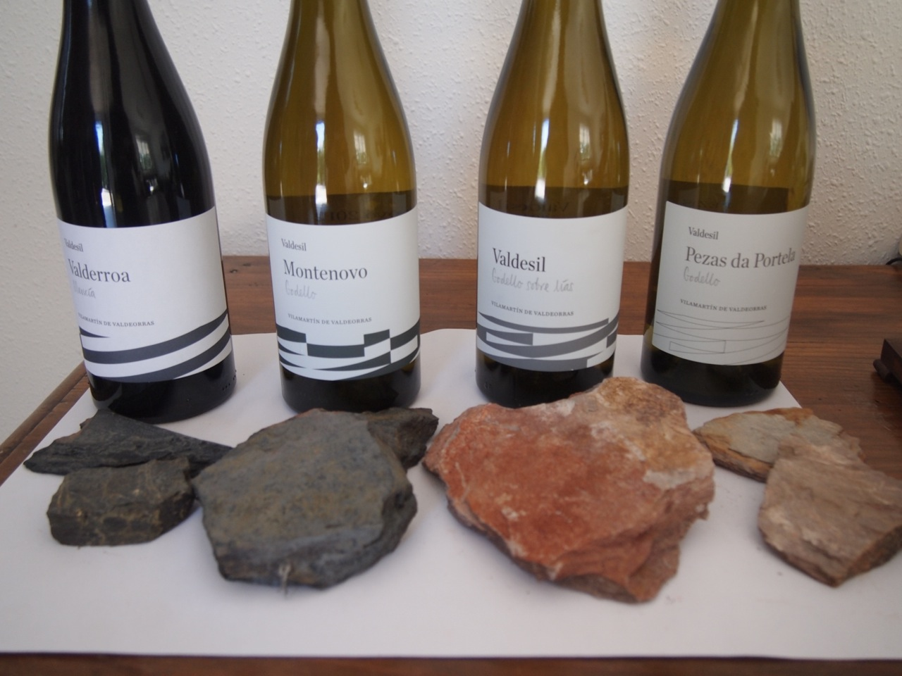 The labels at Valdesil do a good job of portraying the different soiltypes in an artistic way