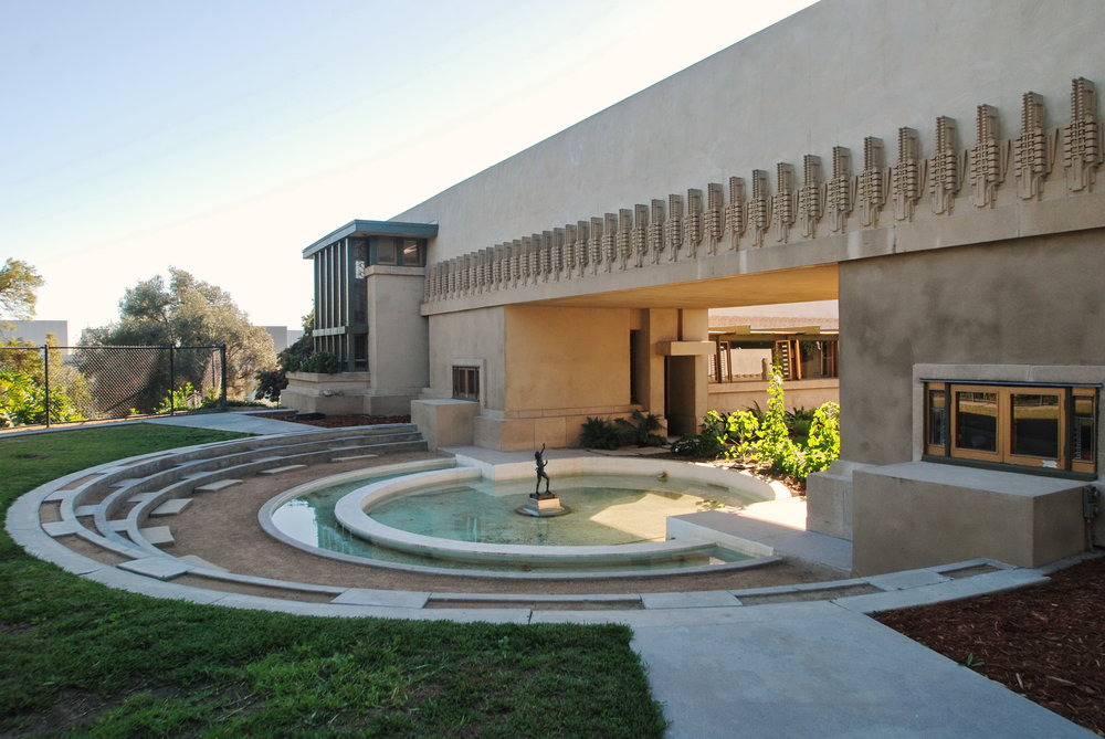 Hollyhock_House,_Frank_Lloyd_Wright_1917-1921_(2) (1).jpg
