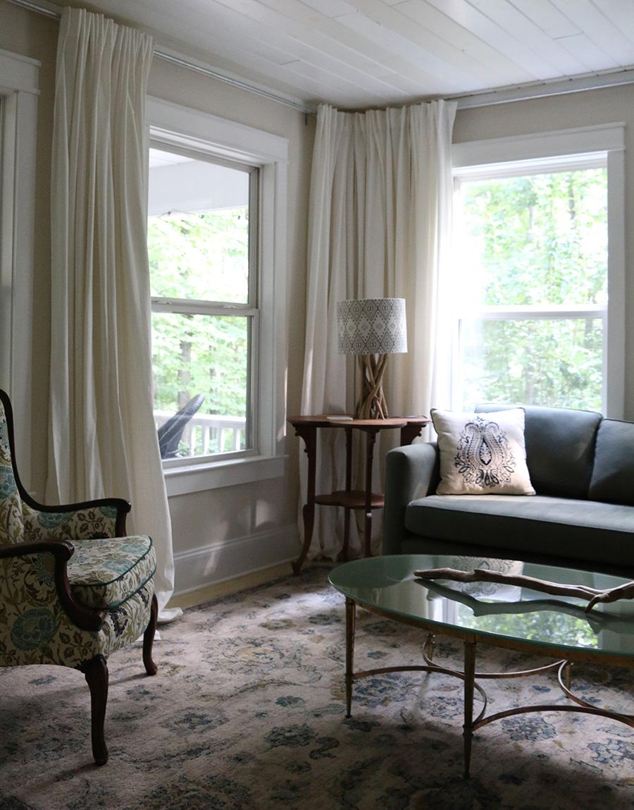 blog_oakleaf cottage livingroom.jpg