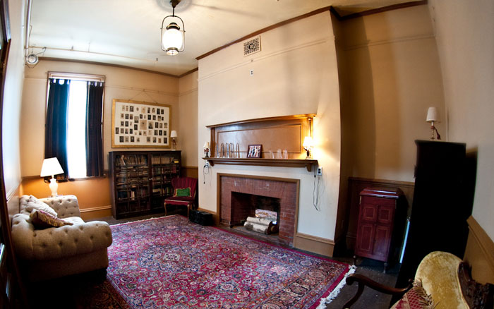 Eliot Hall, Parlor