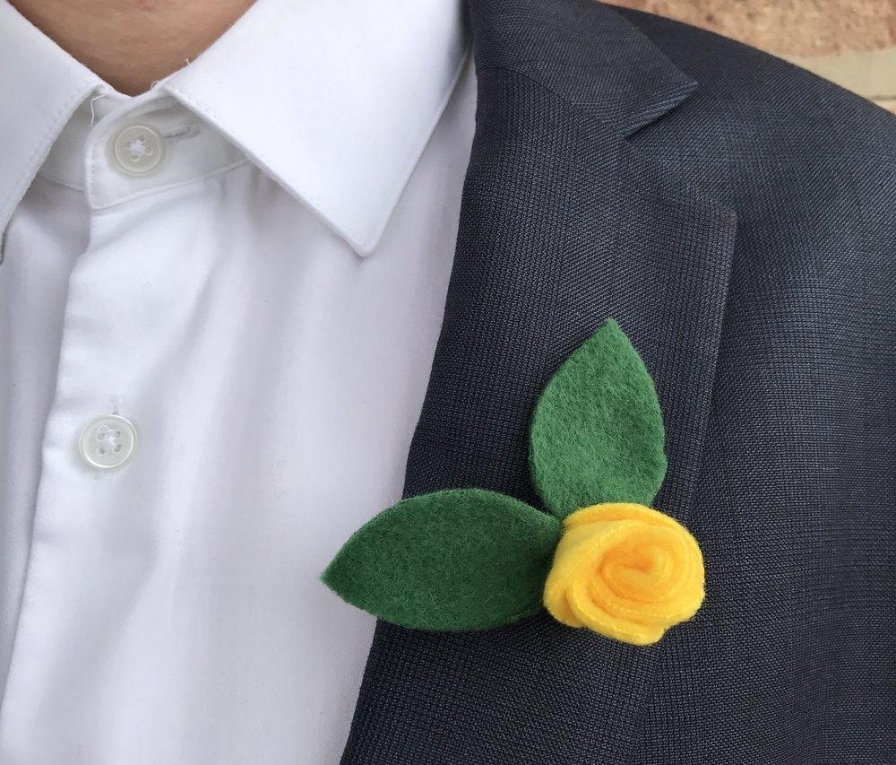 - felt floral Boutonnière
