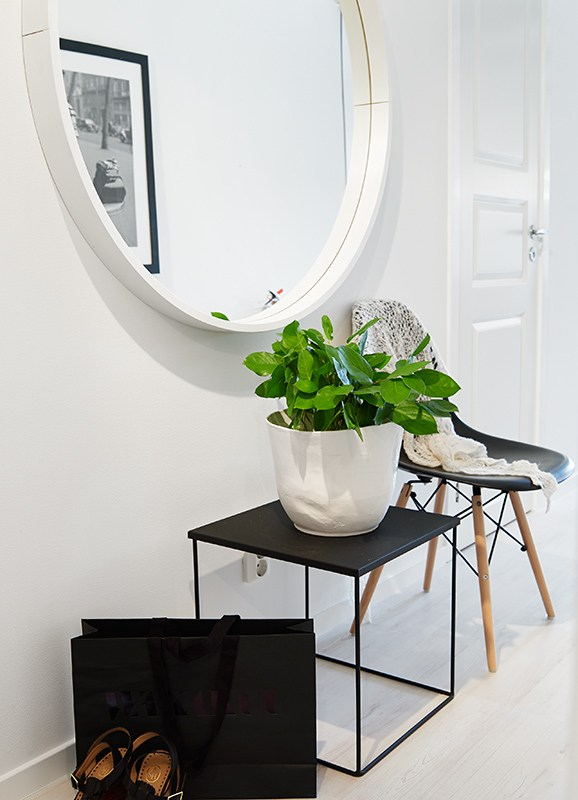 last, but not least (certainly not least) this is one of my absolute favourites! that mirror is to die for and i feel it would definitely give the feeling of a larger space. a little side table to put down items while you sit on the mod chair to get ready for the day gives me all the feels. and these are those greens i was talking about! doesn't it look amazing? and make you feel alive? loving this inspiration so much.
