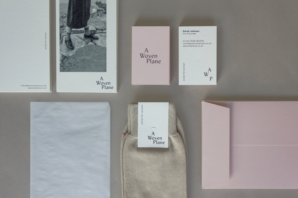 A Woven Plane – stylish, sustainable socks for women, made in Italy – sustainable pink packaging