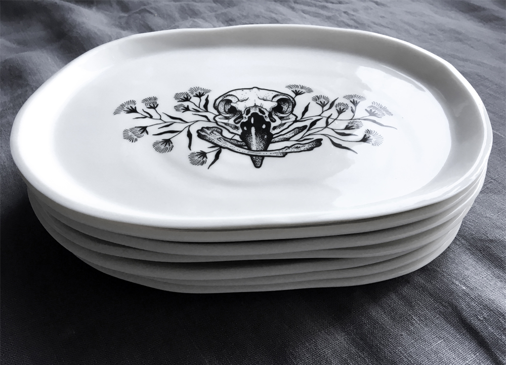 Tattooed porcelain handmade in Berlin by Antikapratika