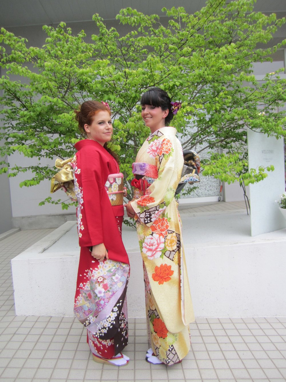 Francesca and Giulia visited Niigata City and wore Kimono @ Tomatsu Bridal Fashion, June 2015