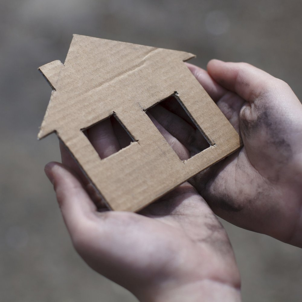 homeless-boy-holding-a-cardboard-house-000062996053_Large.jpg