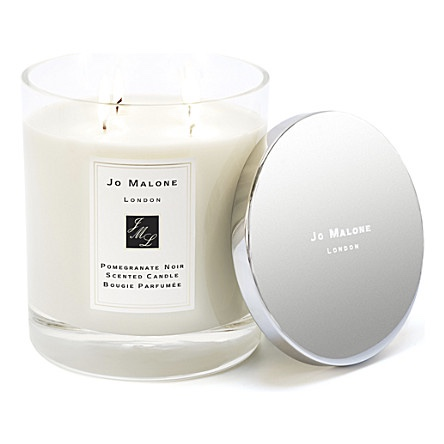 Pomegranate Noir Deluxe Candle £120.00    I discovered pomegranate noir when I worked at Harrods and for me, it's the scent of Christmas. I'm a fan of the deluxe version, admittedly pricey but it provides 90 hours of burning time and lasts all through December.
