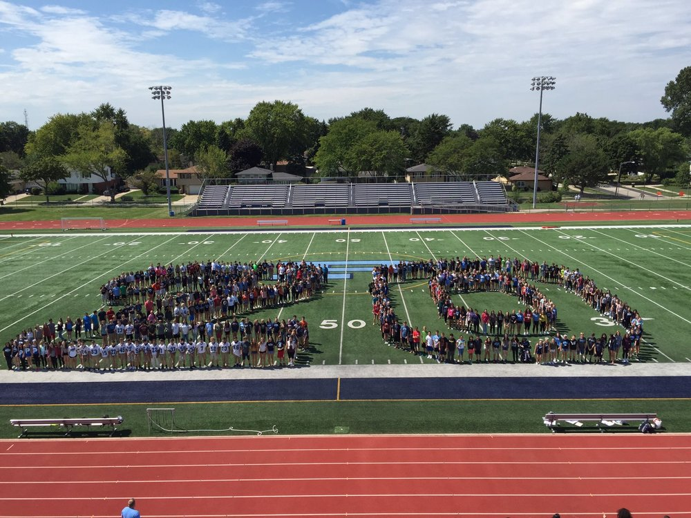 The Prospect High School Class of 2020 gathers for a picture during 1Prospect.