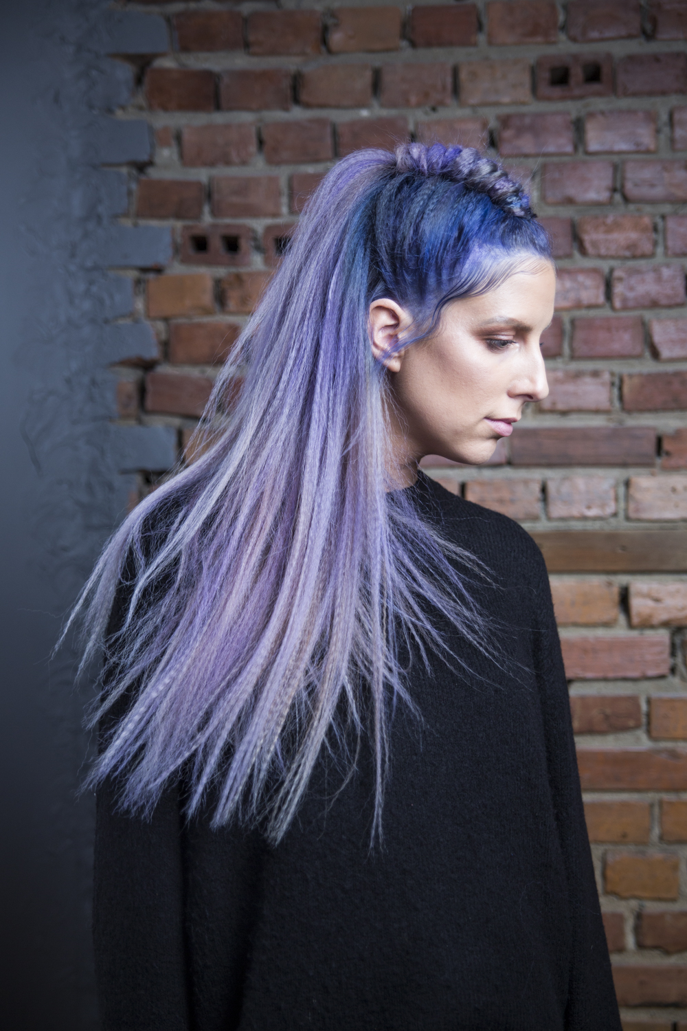 Lavender unicorn med blue shadowroots. Stylet med ghd contoure.