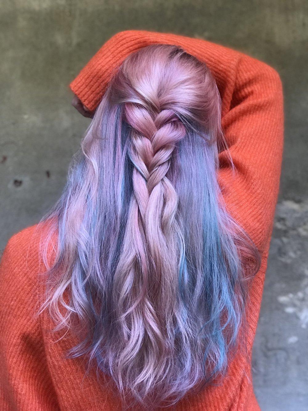 Lavender, blue og pink unicorn