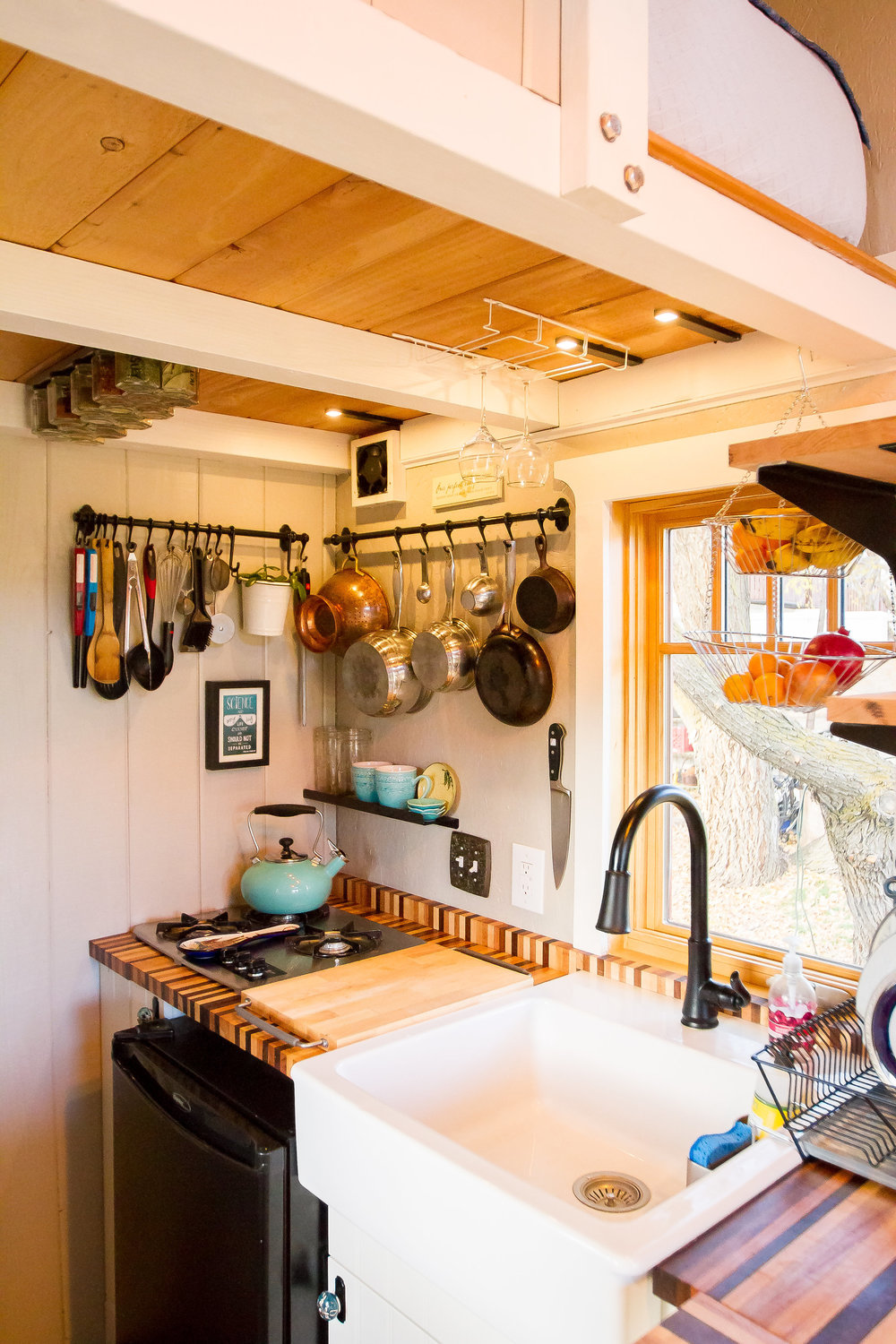 The pot rack and cooking utensils are very convenient!
