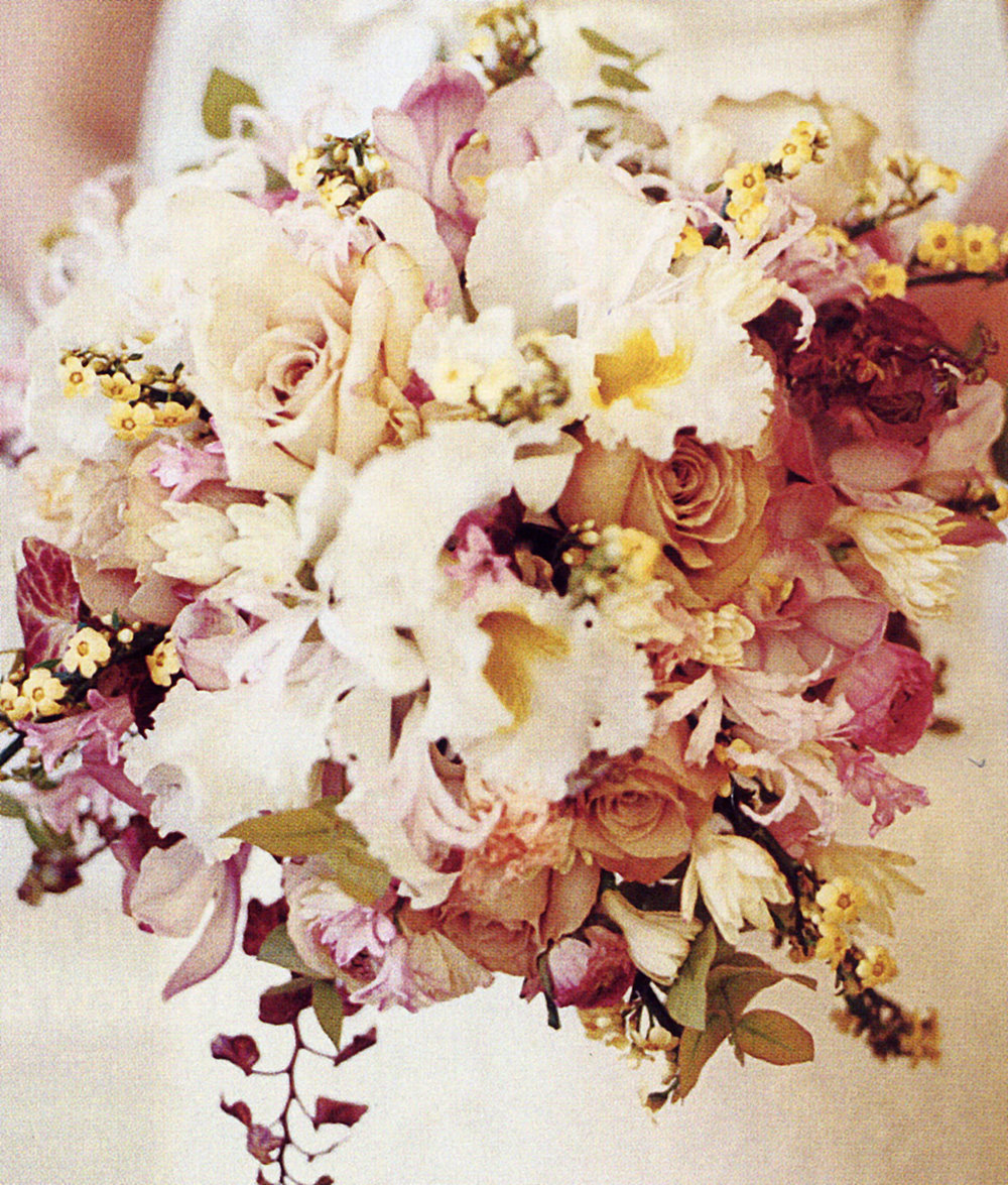 Wired spring posy bouquet.jpg