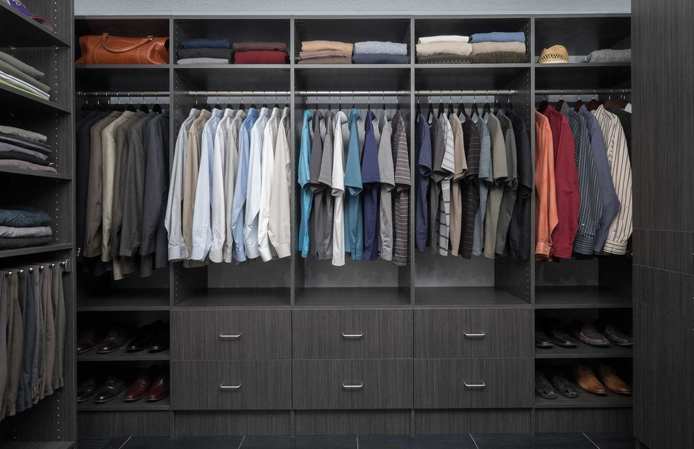 This walk in closet organizer creates a well-defined shopping zone.