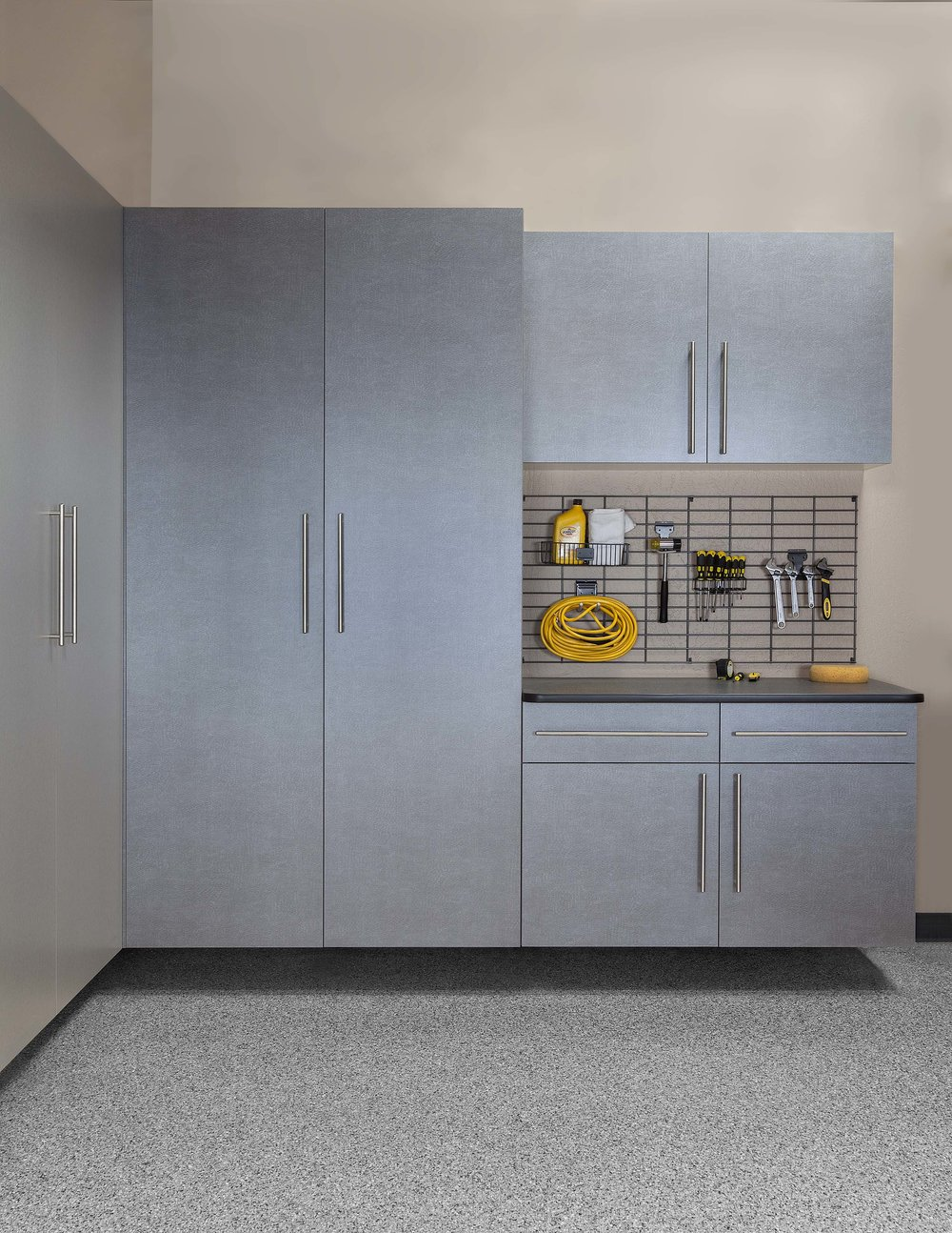 Pewter Cabinets-Ebony Workbench-Gridwall-Smoke Floor-Feb 2013.jpg