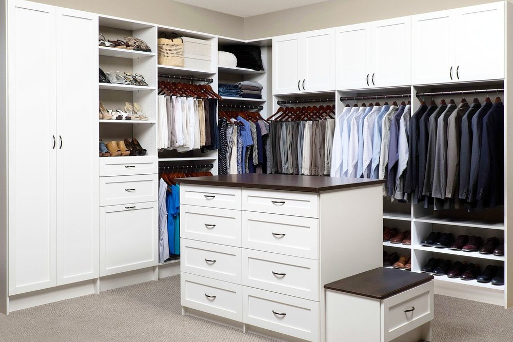 White Shaker Walk-In with Island-Coco Counter 3-21-14.jpg