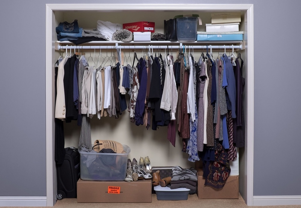 This small wardrobe closet loses out on functionality and organization because it lacks structure.