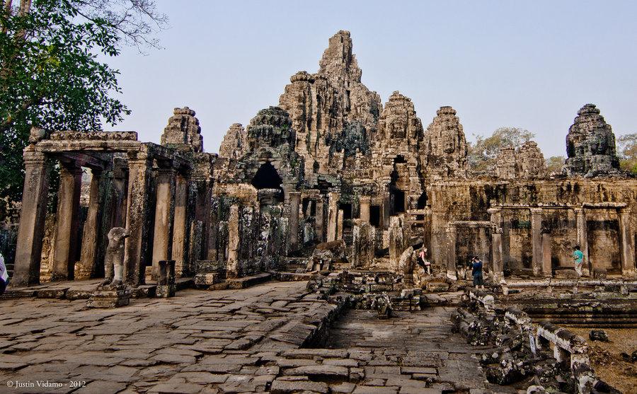 the_bayon_temple_by_kajun_odo-d582xu3.jpg