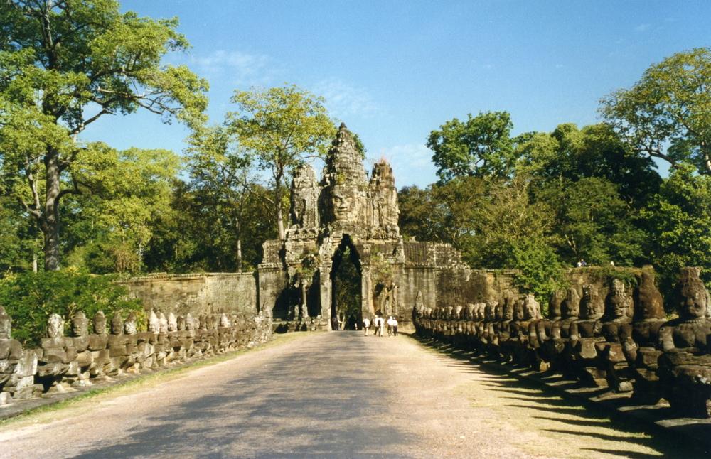 Angkor_Thom_South_Gate_6198901192.jpg