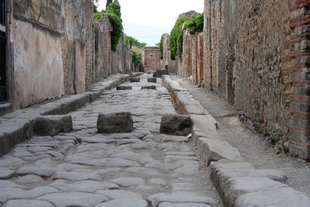 1024px-Pompeii-Street[1]