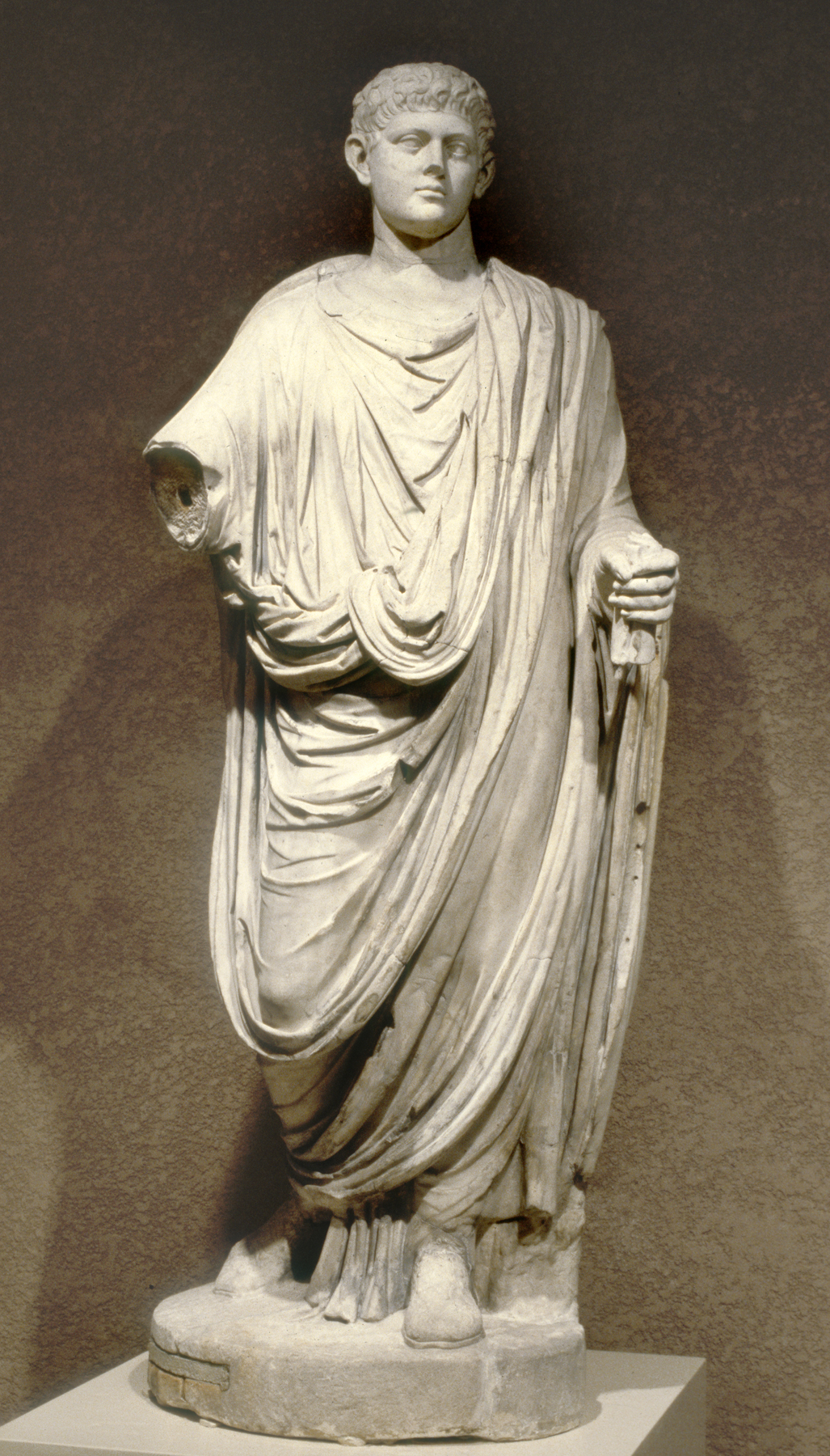 Roman_-_Emperor_Wearing_a_Toga_-_Walters_23226