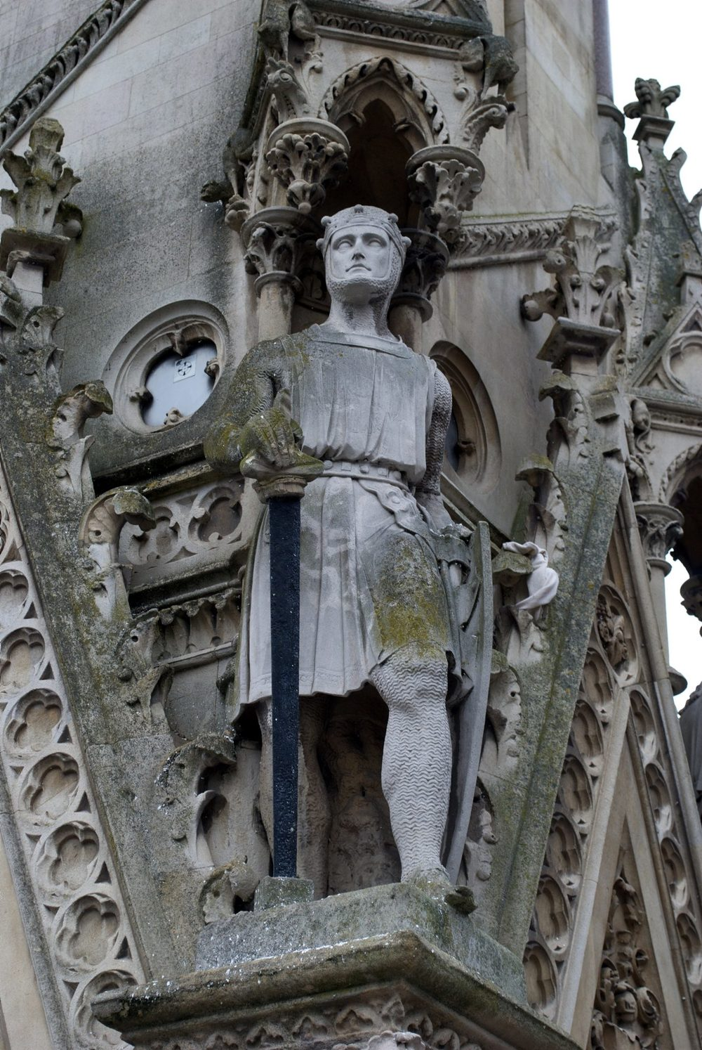 Statue of Simon de Montfort on the Haymarket Memorial Clock Tower in Leicester, England. Photograph by NotFromUtrecht. [CC 3.0]
