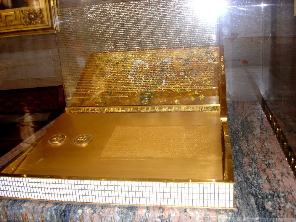 Replica of the Magna Carta displayed in the United States Capitol at Washington D.C Photographed by Jorfer. [Public Domain]