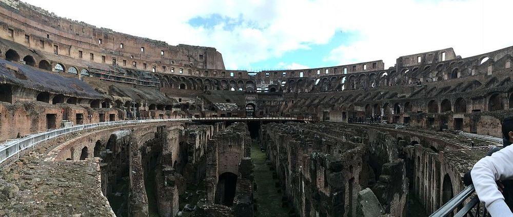Panoramica_del_Coliseo_Romano_Febrero_2016.jpg