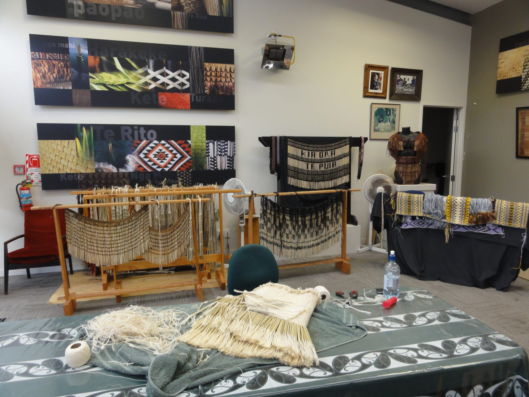 Maori weaving school at Whakarewarewa, Rotorua, New Zealand By Andy king50 (Own work) [CC BY-SA 3.0]