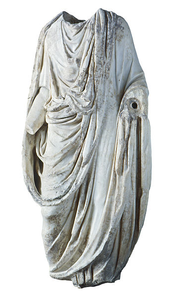 A statue of the toga pura by National Archaeological Museum of Tarragona CC 3.0