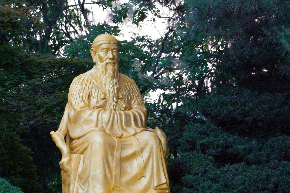 단군 왕검 동상 고조선 Gojoseon Tangun-Wanggeom Statue.By YunHO LEE (Own work), [ CC BY-SA 1.0 ], flickr.