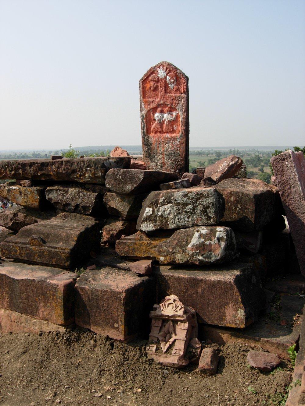 Bhojpur, Madhya Pradesh. India. Sati pillar at the temple. By zippymarmalade (Own work) []. vi Wikimedia Commons
