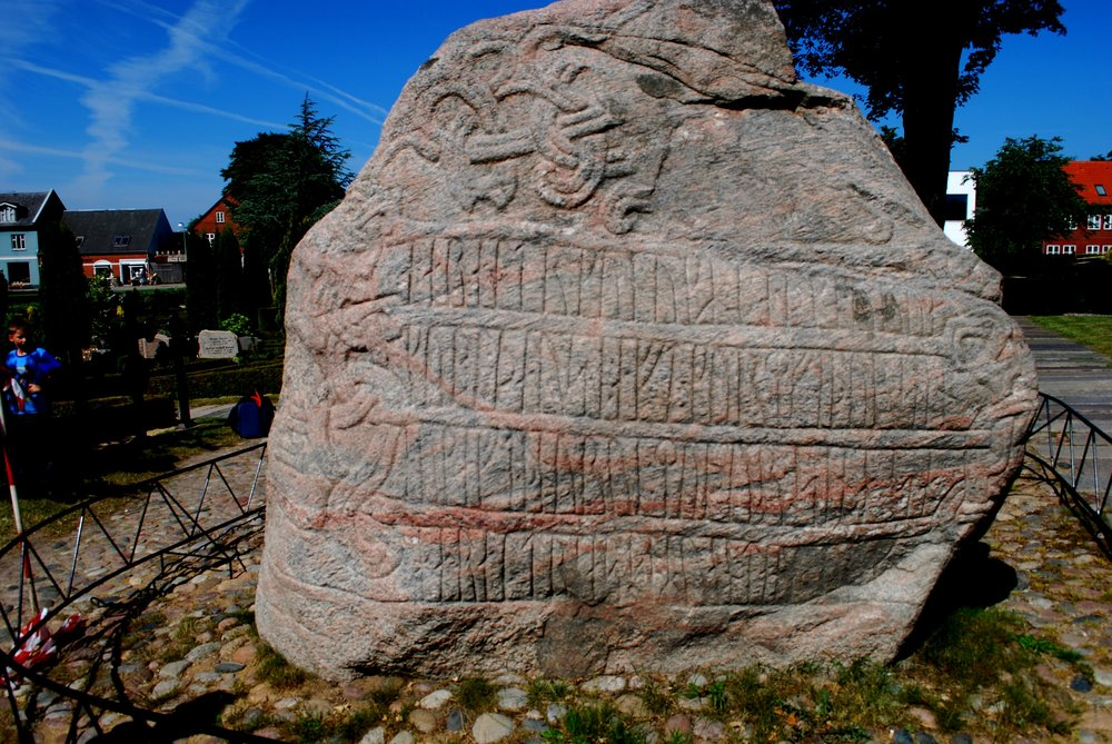 Harald's runestone, side A, by Erik Christensen (Own work) [CC BY-SA 3.0], via Wikimedia Commons.
