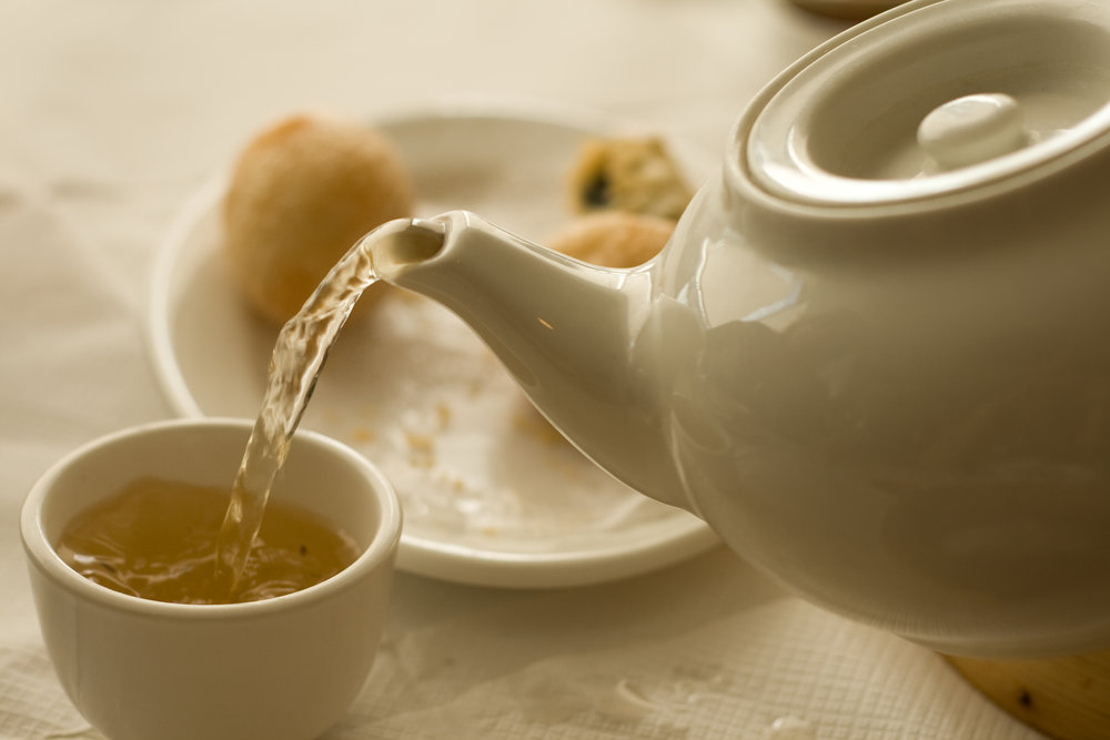 Pouring Tea. By Kai Chan Vong (Own work), [CC BY 2.0], flickr.