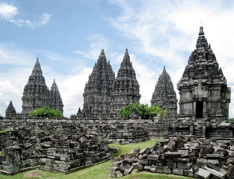 Prambanan Complex 1. By Gunawan Kartapranata [GFDL or CC BY-SA 3.0]. Via Wikimedia Commons.