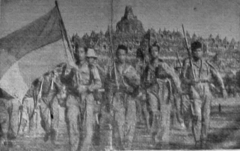 Indonesian Soldiers in front of Borobudur. By IPPHOS [Public Domain]. Via Wikimedia Commons.