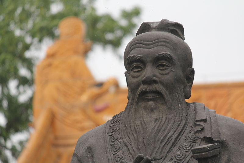 Confucius Sculpture, Nanjing at Confucian Temple Area (Fuzi Miao), 3 May 2013. By Kevinsmithnyc [ CC BY-SA 3.0 ], via  Wikimedia Commons